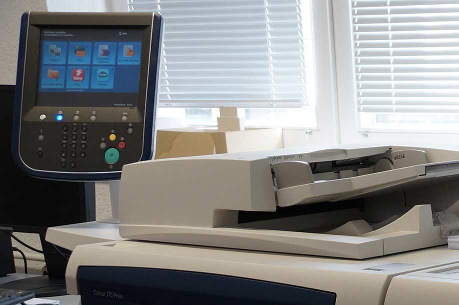 Unser Digitaldrucker ist für die Herstellung der unterschiedlichsten Drucksachen hervorragend geeignet
