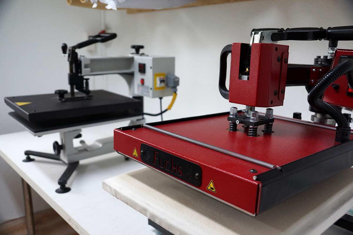 Die Textilpressen kommen bei unterschiedlichen Textildruck-Varianten zum Einsatz