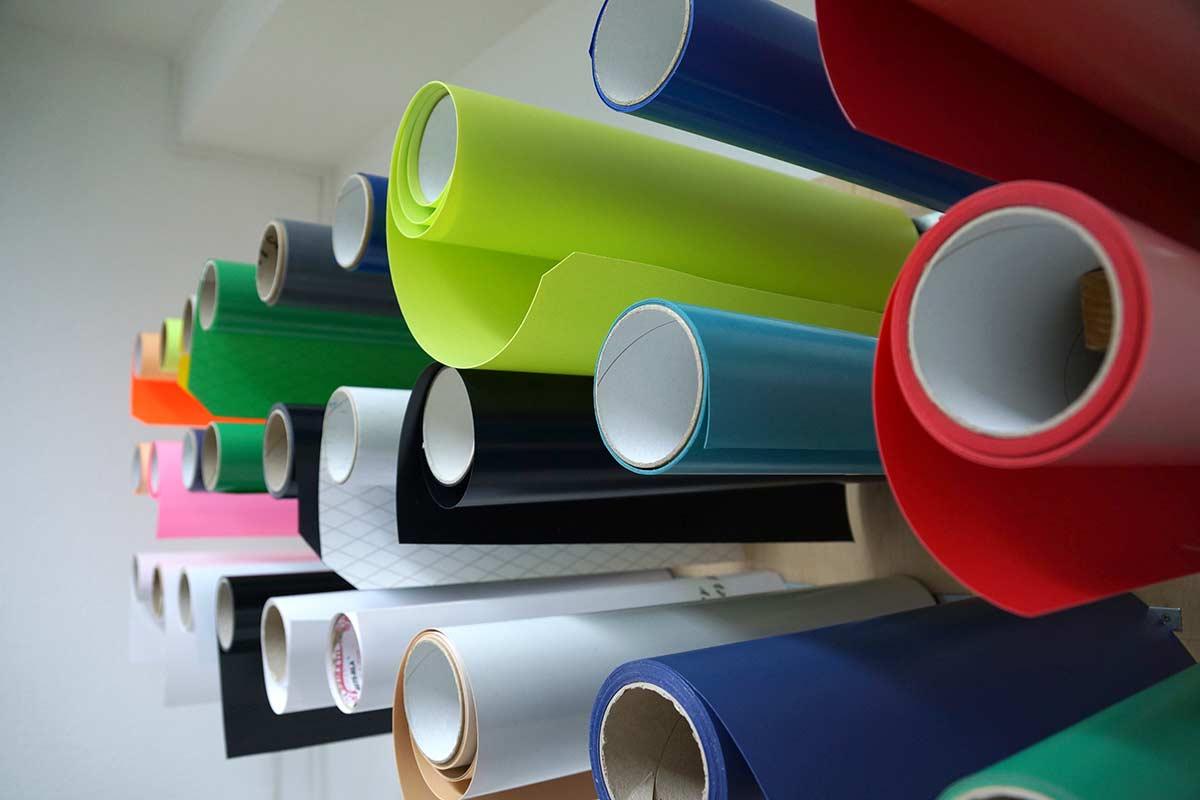 Der Flexdruck ist eine bestimmte Form von Textildruck. Insbesondere bei geringer Stückzahl und einfarbigen Motiv ist er besonders zu empfehlen.